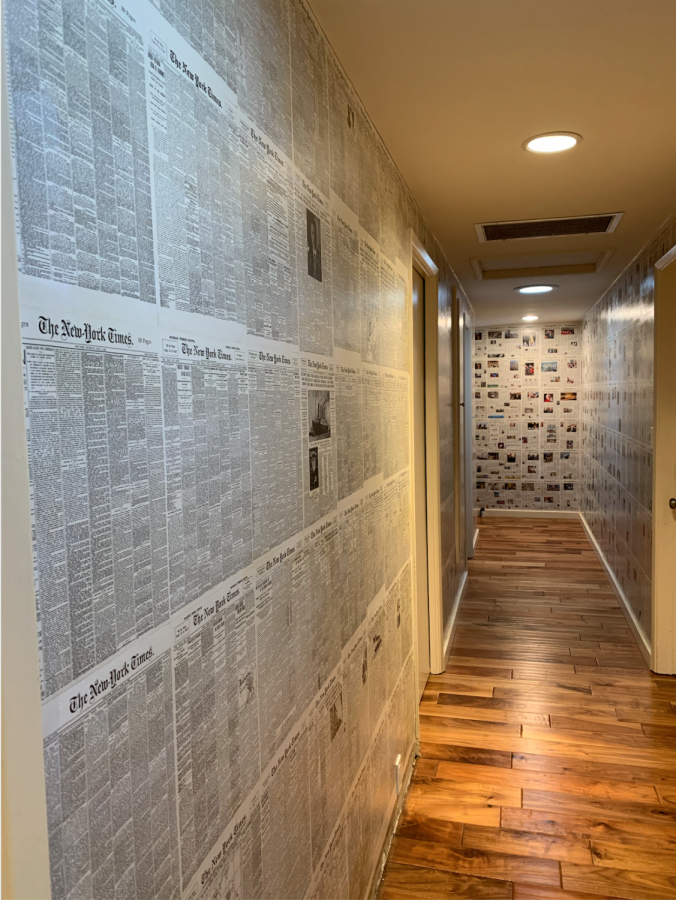 The hallway with newspapers.